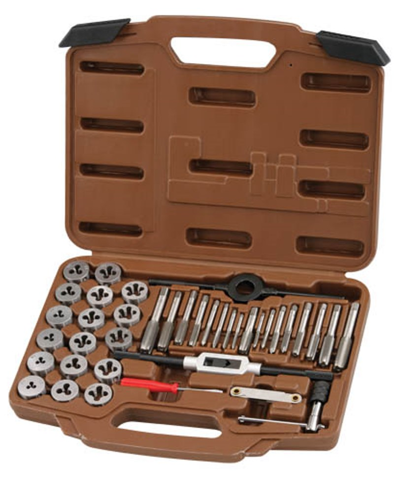 Набор метчиков и плашек Ombra, 40 предметовOMT40SНабор метчиков и плашек Ombra предметов используется для ремонта поврежденныхи нарезания внутренних и наружных резьб. Инструменты изготовлены из высокоуглеродистойинструментальной стали твердостью HRC 40-55 - для долгого срока службы. Инструменты непредназначены для первичной обработки резьбовых поверхностей. Комплектация: - Набор резьбомерный; - Отвертка; - Плашкодержатель 25 мм; - Вороток для метчиков Т-образный; - Держатель для метчиков М3-М12; - Пластиковый кейс; - Плашки: м3х0,5, м3x0,6, м4х0,7, м4х0,75, м5х0.8, м5х0,9, м6х0.75, м6х1,0, м7х0,75, м7х0,75, м7х1,0,м8х1,0, м8х1,25, м10х1,25, м10х1,5, м12х1,5, м12х1,75; - Метчики: м3х0,5, м3x0.6, м4х0,7, м4х0,75, м5х,.8, м5х0,9, м6х075, м6х1,0, м7х0,75, м7х0,75, м7х1,0,м8х1,0, м8х1,25, м10х1,25, м10х1,5, м12х1,5, м12х1,75.