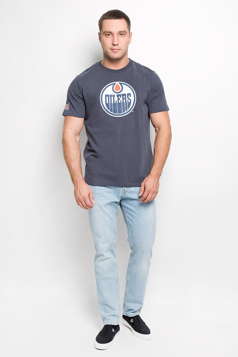 Футболка мужская NHL Edmonton Oilers, цвет: серо-синий. 29960. Размер L (50)29960Мужская футболка NHL Edmonton Oilers, выполненная из натурального хлопка, порадует любого поклонниказнаменитого хоккейного клуба. Материал очень мягкий и приятный на ощупь, не сковывает движения ипозволяет коже дышать. Футболка с короткими рукавами имеет круглый вырез горловины, дополненный трикотажной резинкой.Изделие оформлено термоаппликацией в виде логотипа хоккейного клуба Edmonton Oilers с эффектом потрескавшейся краски, а также украшенонебольшой текстильной нашивкой.Такая модель отлично подойдет для повседневной носки и подарит вам комфорт в течение всего дня!