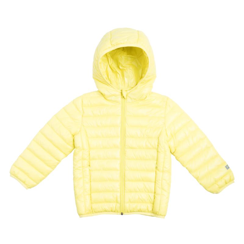 Куртка для мальчика PlayToday, цвет: желтый. 361003. Размер 98361003Яркая стеганая куртка для мальчика с несъемным капюшоном выполнена из нейлона с водоотталкивающей пропиткой. Куртка с высоким воротником, защищающим от ветра, застегивается на молнию с защитой подбородка и внутренней ветрозащитной планкой и дополнена двумя прорезными карманами на молнии. Капюшон, рукава и низ изделия дополнены мягким эластичным кантом.