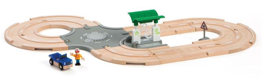 Brio Железная дорога в наборе с автодорогой перекрестком заправкой