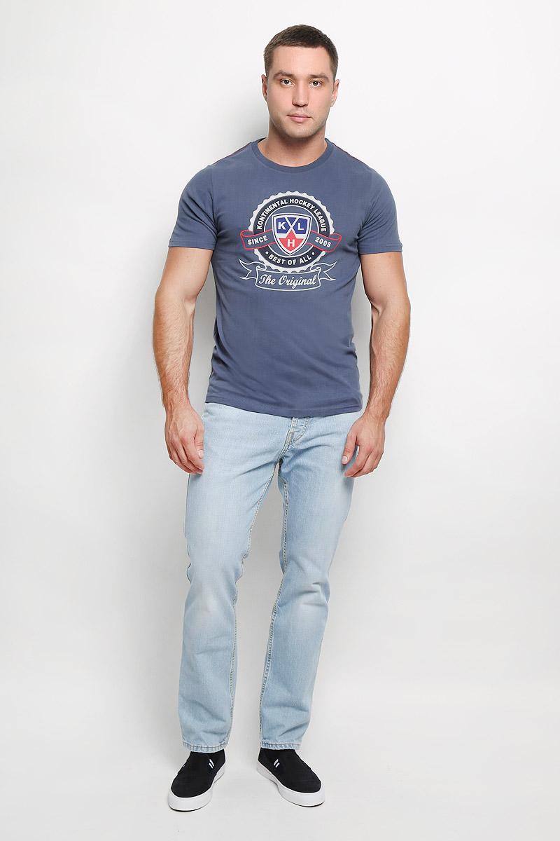 Футболка мужская КХЛ, цвет: серо-синий. 310110. Размер XS (46)310110Мужская футболка КХЛ, выполненная из натурального хлопка, порадует поклонника хоккея. Материал очень мягкий и приятный на ощупь, не сковывает движения и позволяет коже дышать. Футболка с короткими рукавами имеет круглый вырез горловины, дополненный трикотажной резинкой. Изделие оформлено термоаппликацией с эффектом потрескавшейся краски в виде логотипа Континентальной хоккейной лиги и надписей.Такая модель отлично подойдет для повседневной носки, а также подарит вам комфорт в течение всего дня!