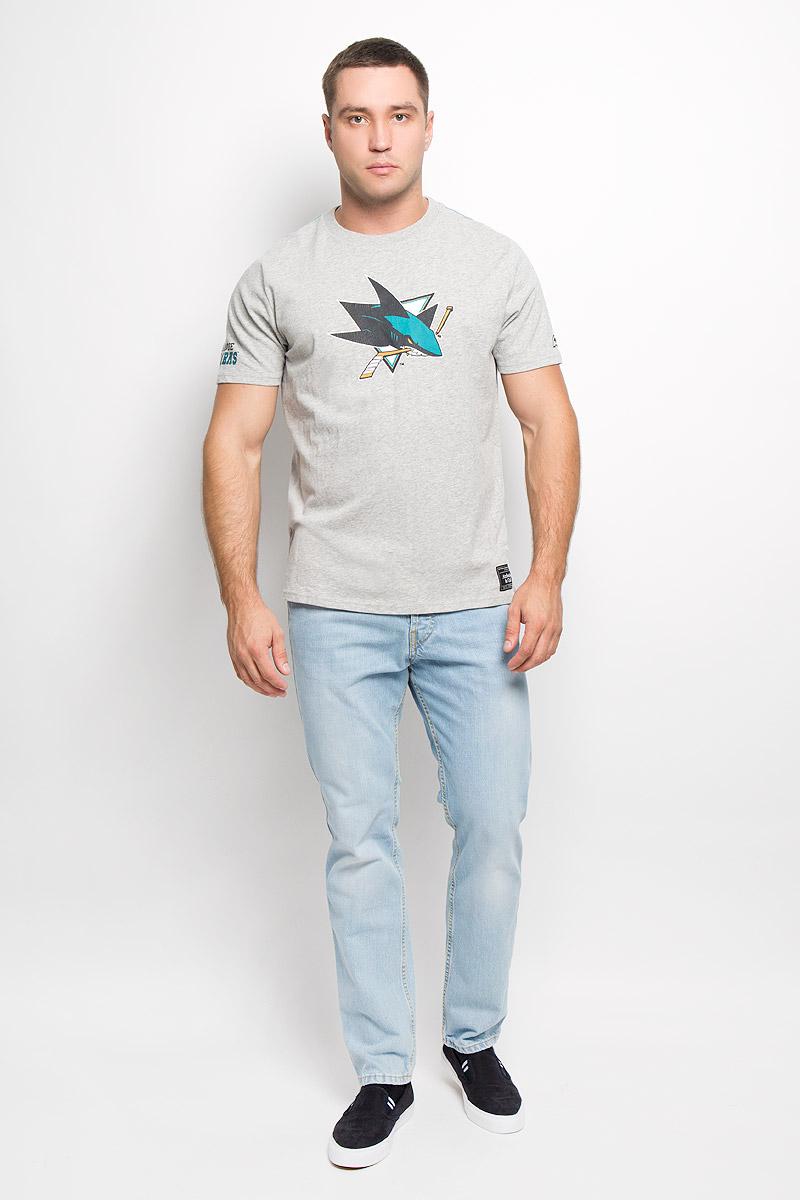 Футболка мужская NHL San Jose Sharks, цвет: серый меланж. 29940. Размер XS (44)29940Мужская футболка NHL San Jose Sharks, выполненная из натурального хлопка, порадует любого поклонниказнаменитого хоккейного клуба. Материал очень мягкий и приятный на ощупь, не сковывает движения ипозволяет коже дышать. Футболка с короткими рукавами имеет круглый вырез горловины, дополненный трикотажной резинкой.Изделие оформлено термоаппликацией в виде логотипа хоккейного клуба San Jose Sharks с эффектом потрескавшейся краски, а также украшенонебольшой текстильной нашивкой.Такая модель отлично подойдет для повседневной носки и подарит вам комфорт в течение всего дня!