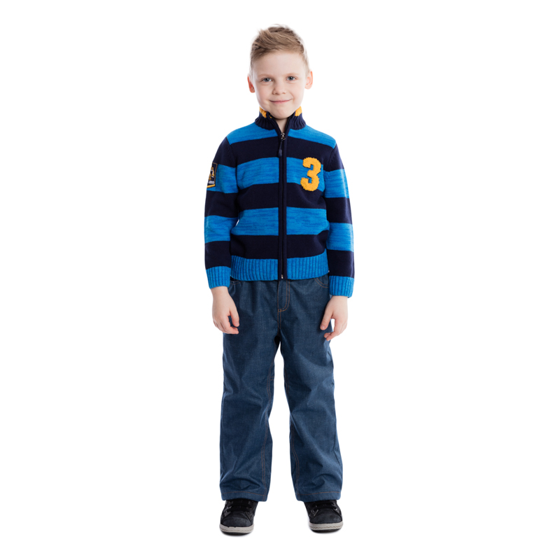 Кофта для мальчика PlayToday, цвет: синий, темно-синий. 361060. Размер 104361060Теплая кофта для мальчика изготовлена из вязаного трикотажа с узором в разнокалиберную полоску. Модель с воротником-стойкой, надежно защищающим от ветра, застегивается на молнию и оформлена петельной вышивкой с эффектом 3D и нашивкой на рукаве. Воротник, манжеты рукавов и низ кофты связаны широкой резинкой. Универсальный цвет позволяет сочетать модель с любой одеждой