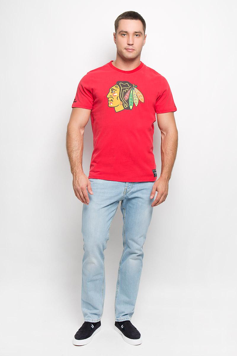 Футболка мужская NHL Chicago Blackhawks, цвет: красный. 29120. Размер M (48)29120Мужская футболка NHL Chicago Blackhawks, выполненная из натурального хлопка, порадует любого поклонниказнаменитого хоккейного клуба. Материал очень мягкий и приятный на ощупь, не сковывает движения ипозволяет коже дышать. Футболка с короткими рукавами имеет круглый вырез горловины, дополненный трикотажной резинкой.Изделие оформлено термоаппликацией в виде логотипа хоккейного клуба Chicago Blackhawks с эффектом потрескавшейся краски, а также украшенонебольшой текстильной нашивкой.Такая модель отлично подойдет для повседневной носки и подарит вам комфорт в течение всего дня! УВАЖАЕМЫЕ КЛИЕНТЫ! Обращаем ваше внимание на возможные незначительные изменения в дизайне футболки.