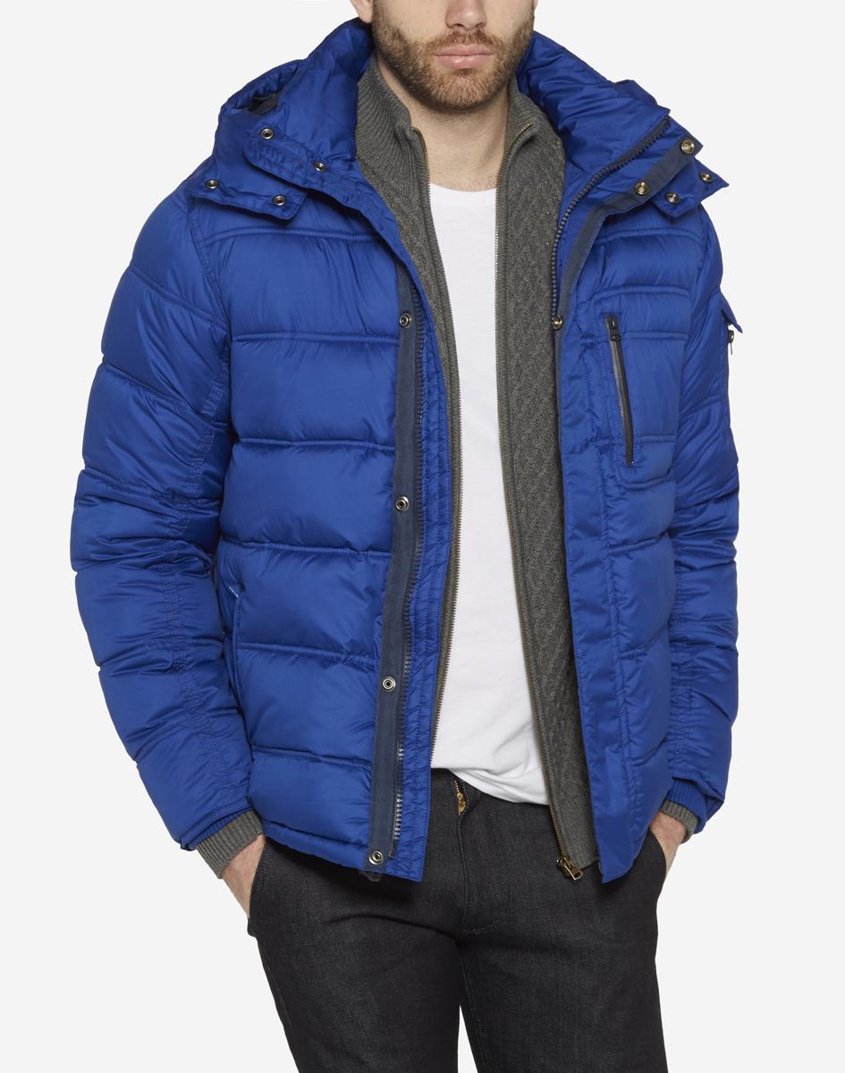 Куртка мужская Wrangler, цвет: синий. W4625WN6U. Размер L (50)W4625WN6UСтильная мужская куртка Wrangler, изготовлена из водозащитной ткани с утеплителем из синтепона. Куртка с отстегивающимся капюшоном и воротником-стойкой застегивается на пластиковую застежку-молнию и дополнительно имеет ветрозащитный клапан на кнопках. По бокам модель дополнена двумя прорезными карманами на молниях, а на груди - одним прорезным кармашком на застежке-молнии. Капюшон, регулируемый эластичной кулиской, пристегивается с помощью молнии. Рукава дополнены внутренними широкими трикотажными манжетами.
