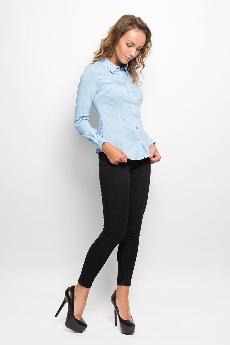 Рубашка женская Sela, цвет: голубой. B-112/1045-6321. Размер XL (50)B-112/1045-6321Женская рубашка Sela изготовлена из хлопка с добавлением нейлона и эластана. Материал изделия мягкий и приятный на ощупь, не стесняет движений и хорошо пропускает воздух, обеспечивая комфорт. Рубашка с отложным воротником и длинными рукавами имеет полуприлегающий силуэт. Модель застегивается спереди по всей длине на пуговицы. На рукавах предусмотрены манжеты с застежками-пуговицами. Эта рубашка идеальный вариант для повседневного гардероба. Модель порадует настоящих ценителей комфорта и практичности!