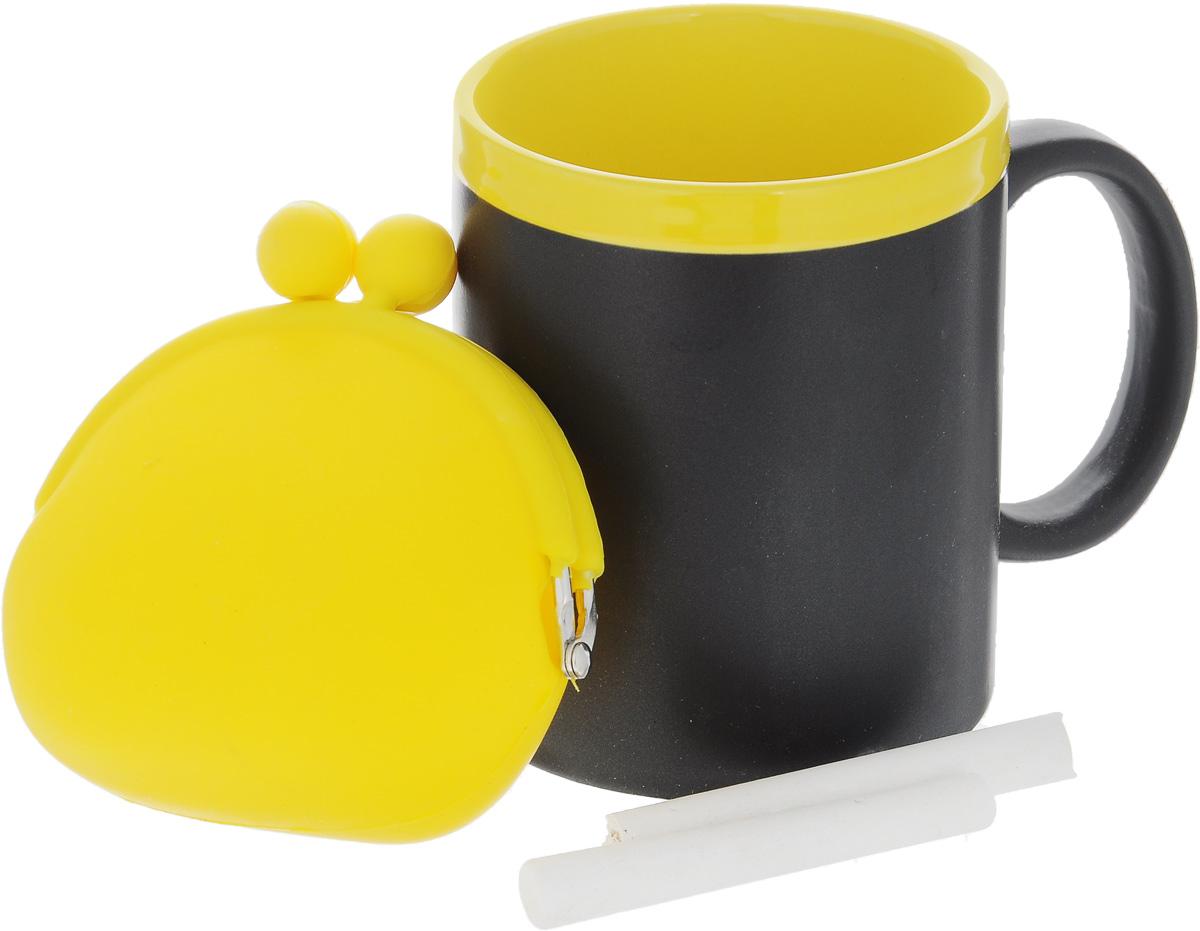 Набор подарочный Феникс-Презент Magic Home: кружка, мелки, кошелек, цвет: черный, желтый41175Подарочный набор Феникс-Презент Magic Home включает в себя кружку с поверхностью, на которой можно писать, силиконовый кошелек и 2мелка. Все изделия выполнены из высококачественных материалов. Такой набор будет отличной находкой для себя или подарком для друга. Объем кружки: 300 мл. Диаметр кружки: 8 см. Высота кружки: 9,7 см. Размер кошелька (без учета застежки): 10 х 8,5 см. Длина мелков: 7 см.