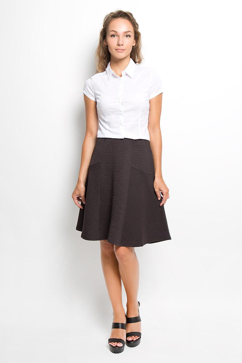 Рубашка женская Sela, цвет: белый. Bs-112/1044-6321. Размер L (48)Bs-112/1044-6321Женская рубашка Sela изготовлена из хлопка с добавлением нейлона и эластана. Материал изделия мягкий и приятный на ощупь, не стесняет движений и хорошо пропускает воздух, обеспечивая комфорт. Рубашка с отложным воротником и короткими рукавами имеет полуприлегающий силуэт. Модель застегивается спереди по всей длине на пуговицы, скрытые за планкой. Края рукавов слегка присборены на тонкие резинки.Эта рубашка идеальный вариант для повседневного гардероба. Модель порадует настоящих ценителей комфорта и практичности!