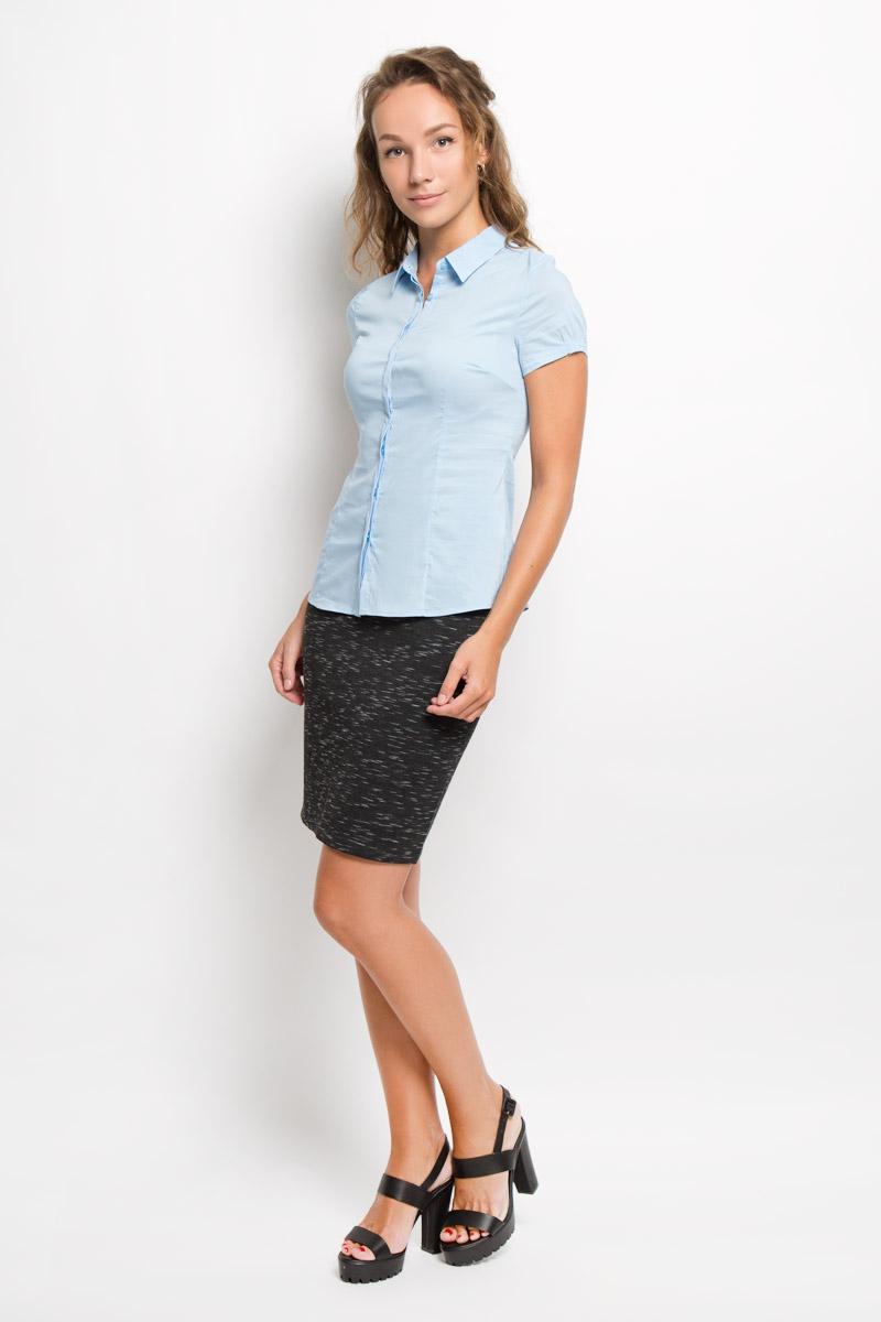 Рубашка женская Sela, цвет: голубой. Bs-112/1044-6321. Размер M (46)Bs-112/1044-6321Женская рубашка Sela изготовлена из хлопка с добавлением нейлона и эластана. Материал изделия мягкий и приятный на ощупь, не стесняет движений и хорошо пропускает воздух, обеспечивая комфорт. Рубашка с отложным воротником и короткими рукавами имеет полуприлегающий силуэт. Модель застегивается спереди по всей длине на пуговицы, скрытые за планкой. Края рукавов слегка присборены на тонкие резинки.Эта рубашка идеальный вариант для повседневного гардероба. Модель порадует настоящих ценителей комфорта и практичности!