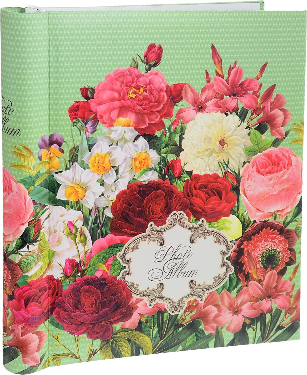 Фотоальбом Феникс-Презент Нежные цветы, 20 магнитных листов41264Фотоальбом Феникс-Презент Нежные цветы сохранит моменты ваших счастливых мгновений на своих страницах. Обложка альбома выполнена из картона и оформлена цветочным рисунком. Листы, изготовленные из картона с клеевым покрытием и пленки ПВХ, размещены на пластиковой спирали. Альбом с магнитными листами удобен тем, что он позволяет размещать фотографии разных размеров. Для того чтобы поместить фотографии на магнитной странице, надо отлепить ПВХ пленку по направлению от корешка альбома к внешней стороне страницы и разложить фотографии поверх клейковатого покрытия так, как вам нравится. После размещения фотографий надо их закрыть пленкой так, чтобы не было пузырьков воздуха, складок и заломов.Магнитные страницы обладают следующими преимуществами: - Не нужно прикладывать усилия для закрепления фотографий, - Не нужно заботиться о размерах фотографий, так как вы можете вставить в альбом фотографии разных размеров, - Защита фотографий от постоянных прикосновений зрителей с помощью пленки ПВХ.Нам всегда так приятно вспоминать о самых счастливых моментах жизни, запечатленных на фотографиях. Поэтому фотоальбом является универсальным подарком к любому празднику. Вашим родным, близким и просто знакомым будет приятно помещать фотографии в этот альбом.Количество листов: 20 шт. Размер листа: 22,5 х 27,5 см.