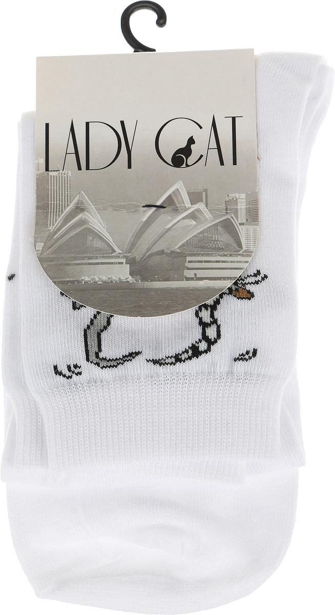 Носки женские Lady Cat, цвет: белый. М 3002. Размер 1 (35/37)М 3002Удобные женские носки Lady Cat, изготовленные из высококачественного комбинированного материала, очень мягкие и приятные на ощупь, позволяют коже дышать. Эластичная резинка плотно облегает ногу, не сдавливая ее, обеспечивая комфорт и удобство. Носки со стандартным паголенком оформлены принтом в виде забавных кошечек.Удобные и комфортные носки великолепно подойдут к любой вашей обуви.