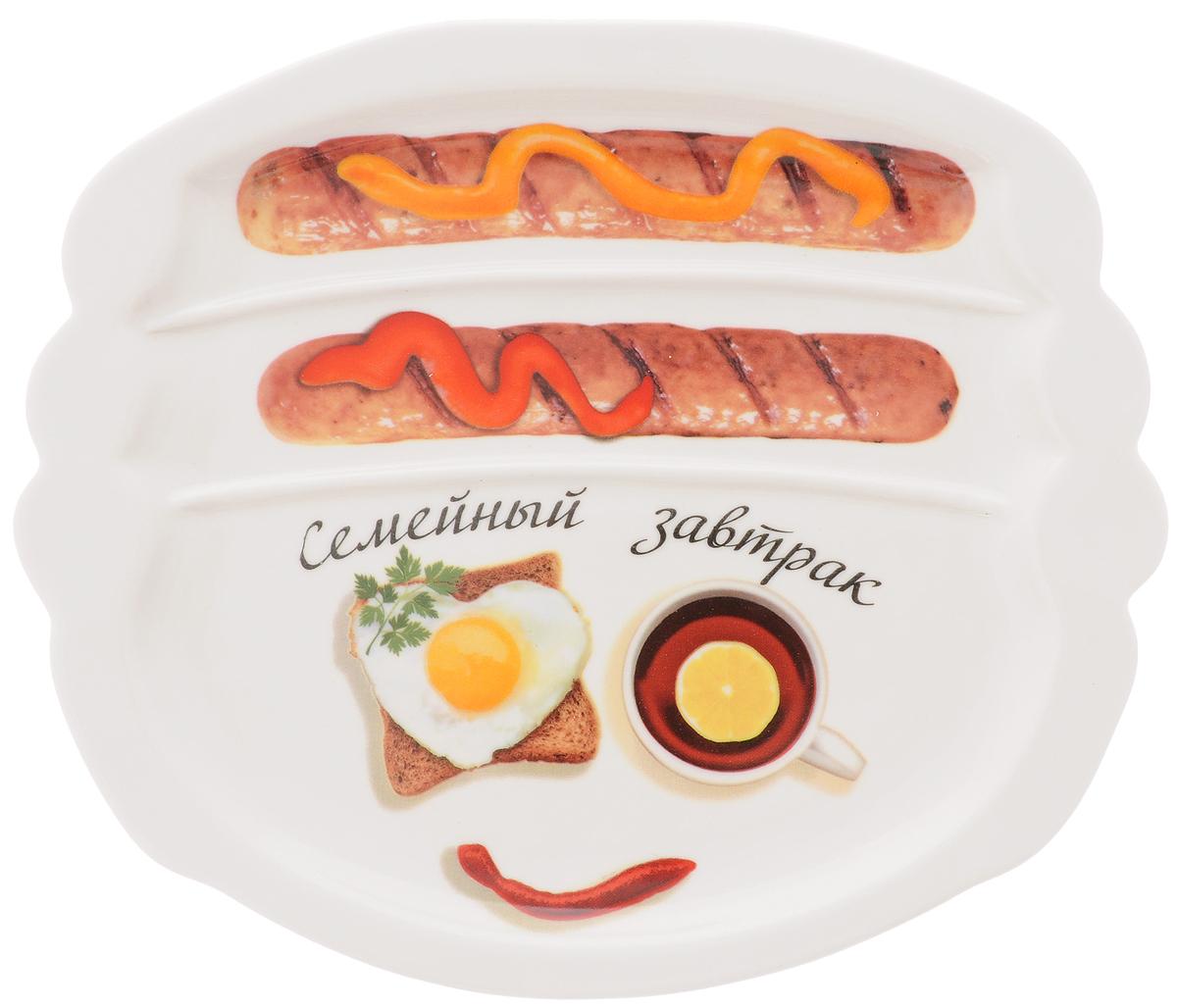 Тарелка для завтрака LarangE Семейный завтрак. Бодрящий, 22,5 х 19 х 1,5 см589-304Тарелка для завтрака LarangE Семейный завтрак. Бодрящий изготовлена из высококачественной керамики и украшена с изображением еды. Тарелка имеет три отделения: 2 маленьких отделения для сосисок и одно большое отделение для яичницы или другого блюда. Можно использовать в СВЧ печах, духовом шкафу и холодильнике. Не применять абразивные чистящие вещества.Размер тарелки: 22,5 х 19 см. Высота тарелки: 1,5 см.