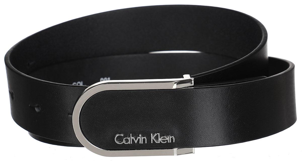 Ремень женский Calvin Klein, цвет: черный. K60K601623. Размер 85TBK0291CAРоскошный женский ремень Calvin Klein станет великолепным дополнением к любому образу. Широкий ремень изготовлен из натуральной коровьей кожи с зернистой текстурой. Стильная пряжка, которая позволит вам легко и быстро зафиксировать ремень и отрегулировать его длину, выполнена из блестящего металла.Элегантный и строгий ремень превосходно сочетается с любыми нарядами. Этот стильный аксессуар прекрасно дополнит ваш образ и позволит вам подчеркнуть свой вкус и индивидуальность.