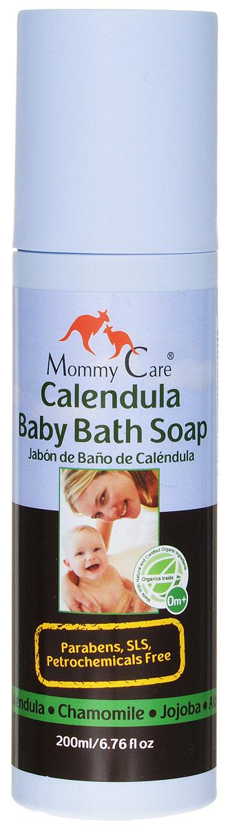 Mommy Care Органическое мыло 200 мл2102Жидкое мыло On Baby создано специально для самой чувствительной детской кожи, поэтому оно содержит только натуральные и органические компоненты. В качестве мылящей основы используется экстракт мыльнянки - уникального растения, которое не только обладает прекрасными моющими свойствами, а также обеззараживает и помогает при раздражениях и воспалениях кожи.Масло жожоба питает, ромашка и календула смягчают и снимают зуд, облепиха заживляет мелкие ссадинки и увлажняет кожу, а минералы Мертвого моря - защищают ее. Лаванда, входящая в состав мыла, мягко готовит ребенка ко сну. Мыло не содержит консервантов, а также вредных химических веществ – парабенов, минерального масла, вазелина, мылящих компонентов SLS и SLES (лаурил-, лауретсульфатов натрия). Идеально подходит как новорожденным, так и взрослым людям, обладающим чувствительной кожей.