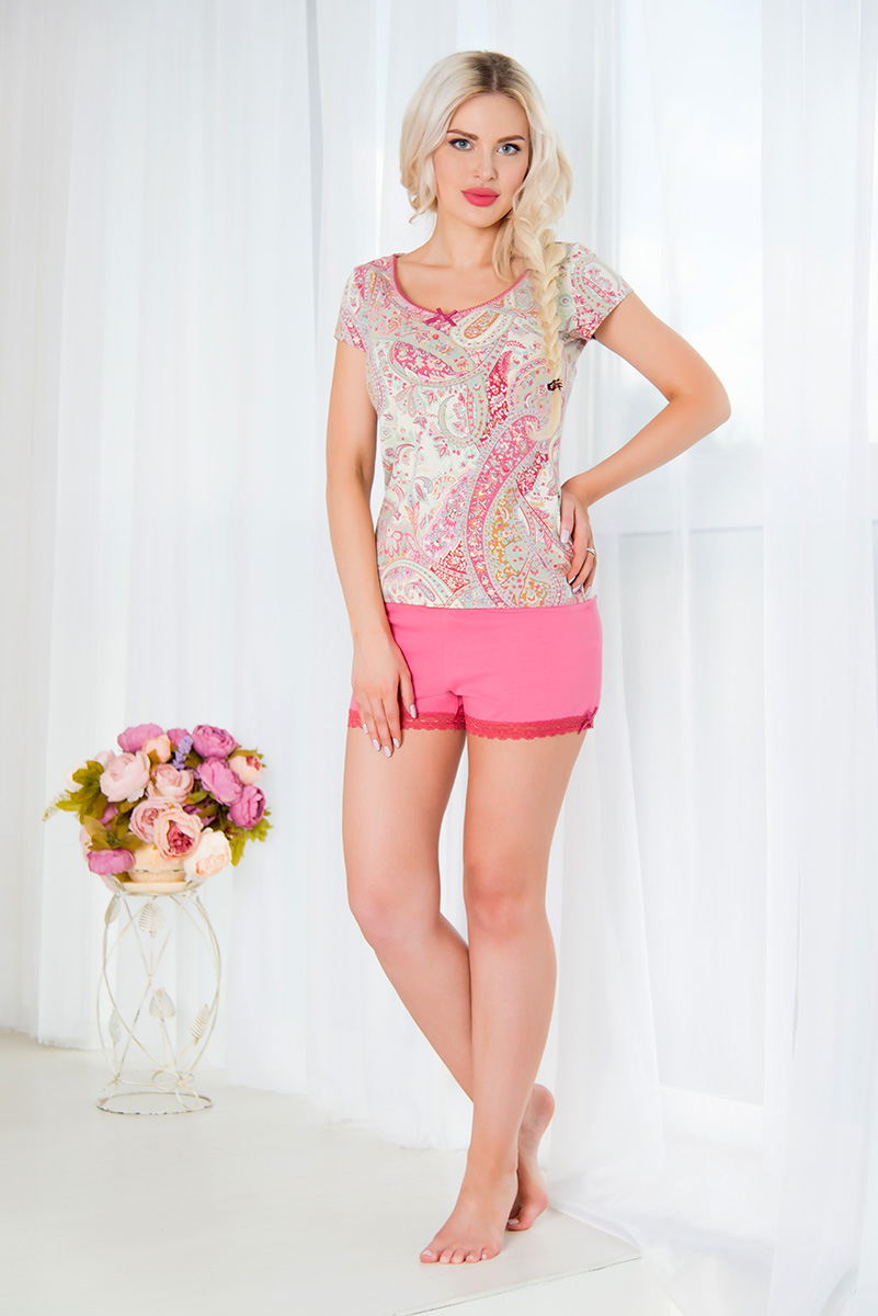 Пижама женская Mia Cara: футболка, шорты, цвет: розовый, бежевый. SS16-MCUZ-293. Размер 50/52SS16-MCUZ-293Женская пижама Mia Cara включает в себя футболку и шорты. Пижама изготовлена из эластичного хлопка.Футболка с короткими рукавами и круглым вырезом горловины оформлена красочным принтом и дополнена декоративными пуговицами.Свободные шорты с широкой эластичной резинкой в поясе украшены кружевными вставками по низу. Российский бренд Mia Cara с итальянским темпераментом воплотил в своей продукции традиционное европейское качество, ультрамодный дизайн и исключительный комфорт.Эксклюзивные авторские принты и набивные рисунки, разработанные дизайнерами из Милана для торговой марки вызывают восхищение и восторг у самых требовательных женщин, ценящих красоту и удобство!Все полотна, использующиеся для производства одежды, изготовлены из высококачественного хлопка, изделия очень мягкие на ощупь и тактильно приятные. В ткань нежно вплетены специальные волокна эластана, которые позволяют создать прилегающий силуэт и обеспечить комфорт. Вся продукция обладает благородными и стойкими цветами, устойчивыми к воздействиям в процессе использования и стирки.Изделия бесконечно долго имеют безупречный внешний вид, не линяют и не растягиваются.Одежда Mia Cara позволит вам всегда выглядеть эффектно и элегантно, и ежедневно радовать себя и близких.
