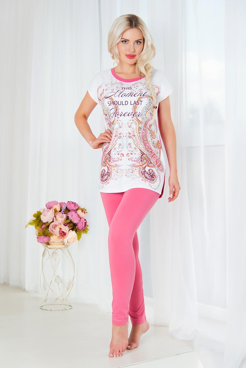 Комплект домашний женский Mia Cara: туника, брюки, цвет: розовый, белый. SS16-MCUZ-298. Размер 46/48SS16-MCUZ-298Женский домашний комплект Mia Cara включает в себя тунику и брюки. Комплект изготовлен из приятного на ощупь высококачественного эластичного хлопка. Зауженные брюки дополнены широкой эластичной резинкой на поясе и имеют комфортные плоские швы.Туника с короткими цельнокроеными рукавами и круглым вырезом горловины украшена красочным орнаментом и надписью This Moment Should Last Forever. Российский бренд Mia Cara с итальянским темпераментом воплотил в своей продукции традиционное европейское качество, ультрамодный дизайн и исключительный комфорт.Эксклюзивные авторские принты и набивные рисунки, разработанные дизайнерами из Милана для торговой марки вызывают восхищение и восторг у самых требовательных женщин, ценящих красоту и удобство!Все полотна, использующиеся для производства одежды, изготовлены из высококачественного хлопка, изделия очень мягкие на ощупь и тактильно приятные. В ткань нежно вплетены специальные волокна эластана, которые позволяют создать прилегающий силуэт и обеспечить комфорт. Вся продукция обладает благородными и стойкими цветами, устойчивыми к воздействиям в процессе использования и стирки.Изделия бесконечно долго имеют безупречный внешний вид, не линяют и не растягиваются.Одежда Mia Cara позволит вам всегда выглядеть эффектно и элегантно, и ежедневно радовать себя и близких.
