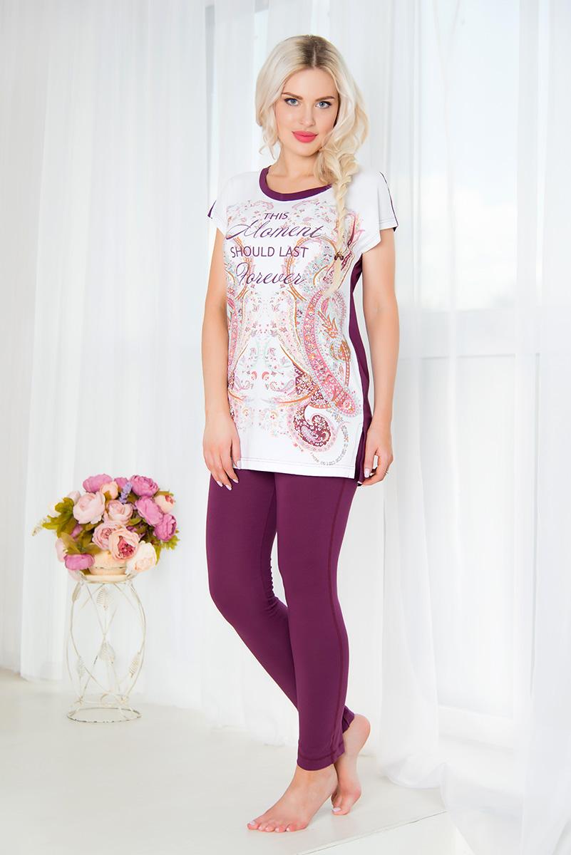 Комплект домашний женский Mia Cara: туника, брюки, цвет: сливовый, белый. SS16-MCUZ-298. Размер 54/56SS16-MCUZ-298Женский домашний комплект Mia Cara включает в себя тунику и брюки. Комплект изготовлен из приятного на ощупь высококачественного эластичного хлопка. Зауженные брюки дополнены широкой эластичной резинкой на поясе и имеют комфортные плоские швы.Туника с короткими цельнокроеными рукавами и круглым вырезом горловины украшена красочным орнаментом и надписью This Moment Should Last Forever. Российский бренд Mia Cara с итальянским темпераментом воплотил в своей продукции традиционное европейское качество, ультрамодный дизайн и исключительный комфорт.Эксклюзивные авторские принты и набивные рисунки, разработанные дизайнерами из Милана для торговой марки вызывают восхищение и восторг у самых требовательных женщин, ценящих красоту и удобство!Все полотна, использующиеся для производства одежды, изготовлены из высококачественного хлопка, изделия очень мягкие на ощупь и тактильно приятные. В ткань нежно вплетены специальные волокна эластана, которые позволяют создать прилегающий силуэт и обеспечить комфорт. Вся продукция обладает благородными и стойкими цветами, устойчивыми к воздействиям в процессе использования и стирки.Изделия бесконечно долго имеют безупречный внешний вид, не линяют и не растягиваются.Одежда Mia Cara позволит вам всегда выглядеть эффектно и элегантно, и ежедневно радовать себя и близких.