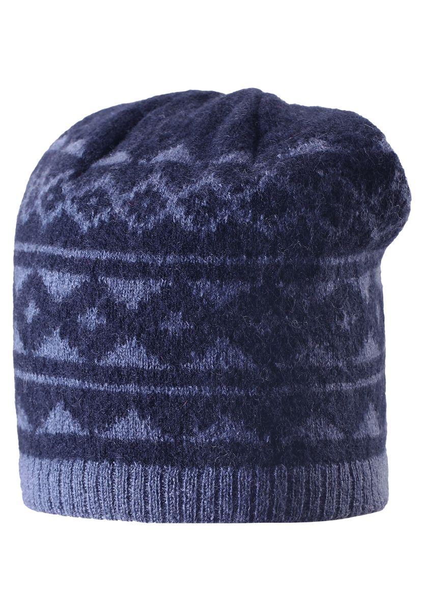 Шапка детская Reima Pakkanen, цвет: синий. 528487-6980. Размер 52528487-6980Детская шерстяная шапка отлично согреет в морозный зимний день. Шапка с подкладкой из мягкого и плотного эластана с хлопком очень приятна на ощупь. Шерсть замечательно регулирует температуру, поэтому вашему малышу в ней будет максимально комфортно. Ветронепроницаемые вставки в области ушей защищают ушки от холодного ветра. Эту стильную шапку дополняет красивый скандинавский рисунок и оригинальная структурная вязка.