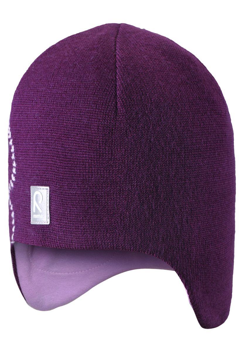 Шапка для девочки Reima Muhkea, цвет: фиолетовый. 528492-4900. Размер 54528492-4900Шерстяная шапка - главный выбор маленьких принцесс для холодных зимних дней! Теплая шерстяная шапка на подкладке из эластичного хлопчатобумажного трикотажа очень удобно носится. Модель защищает ушки и лоб, а ветронепроницаемые вставки в области ушей обеспечивают дополнительную защиту от холодного ветра. Красивый жаккардовый узор добавляет изюминку этому образу. Светоотражающая деталь обеспечивает видимость в темноте.
