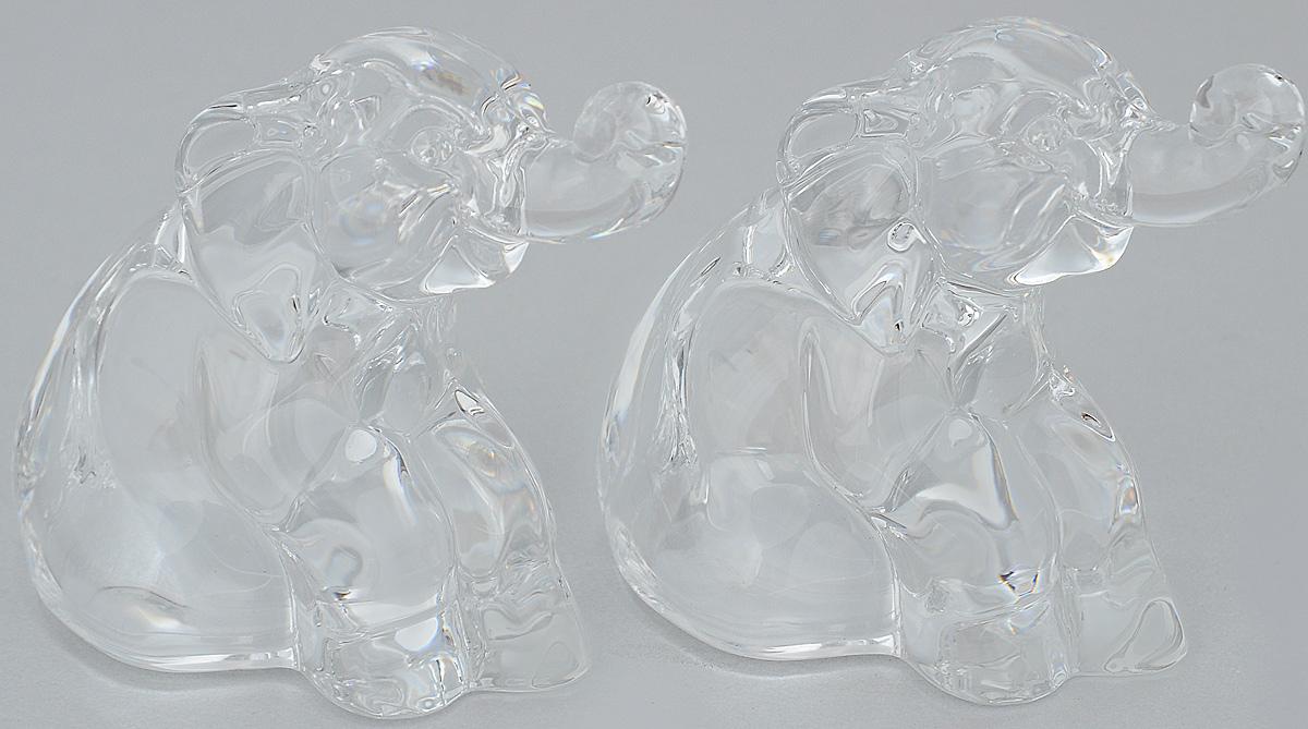 """Набор для специй Crystal Bohemia """"Слон"""" состоит из солонки и перечницы. Изделия выполнены из высококачественного хрусталя в виде слона. Солонка и перечница легки в использовании: стоит только перевернуть емкости, и вы с легкостью сможете поперчить или добавить соль по вкусу в любое блюдо.Набор для специй Crystal Bohemia """"Слон"""" будет прекрасным украшением вашего стола. Размер солонки/перечницы: 5,5 х 6,5 х 7 см."""