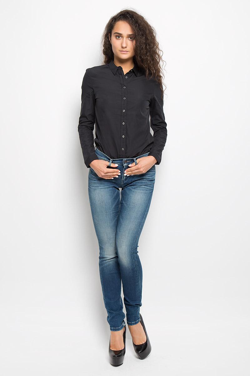 Джинсы женские Calvin Klein Jeans, цвет: синий. J20J200087. Размер 25 (36/38)SKL2040JRЖенские джинсы Calvin Klein Jeans изготовлены из эластичного хлопка. Они мягкие и приятные на ощупь, не стесняют движений и позволяют коже дышать, обеспечивая комфорт при носке.Джинсы-скинни застегиваются на металлическую пуговицу и имеют ширинку на застежке-молнии. На поясе предусмотрены шлевки для ремня. Спереди расположены два втачных кармана и один маленький накладной, сзади - два накладных кармана. Модель оформлена эффектом потертости и перманентными складками. Высокое качество кроя и пошива, актуальный дизайн и расцветка придают изделию неповторимый стиль и индивидуальность. Джинсы займут достойное место в вашем гардеробе!