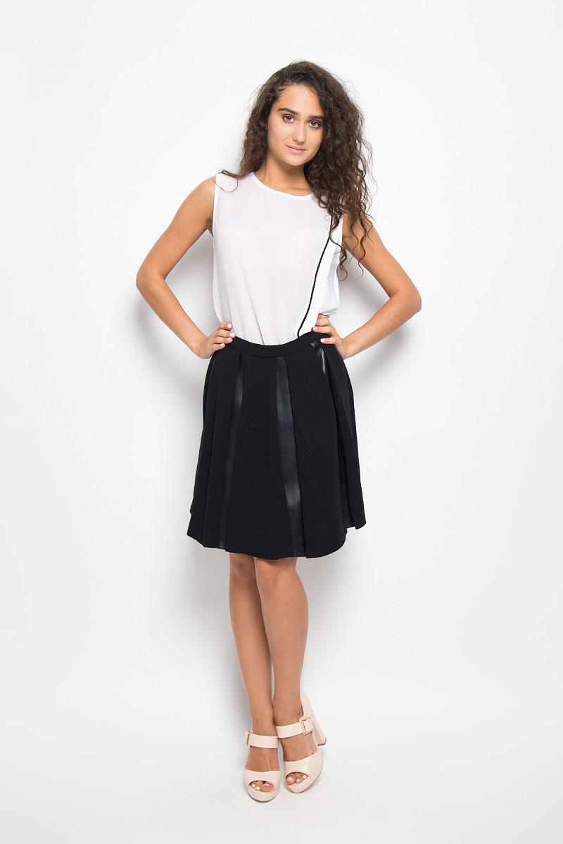 Юбка Mexx, цвет: черный. MX3002277. Размер L (48/50)MX3002277Эффектная юбка Mexx выполнена из полиэстера, она обеспечит вам комфорт и удобство при носке.Элегантная юбка средней длины застегивается на застежку-молнию сбоку. Юбка имеет плотный непрозрачный подъюбник. Модель оформлена вставками из полиуретана с текстурой под кожу. Модная юбка-миди выгодно освежит и разнообразит ваш гардероб. Создайте женственный образ и подчеркните свою яркую индивидуальность! Классический фасон и оригинальное оформление этой юбки сделают ваш образ непревзойденным.