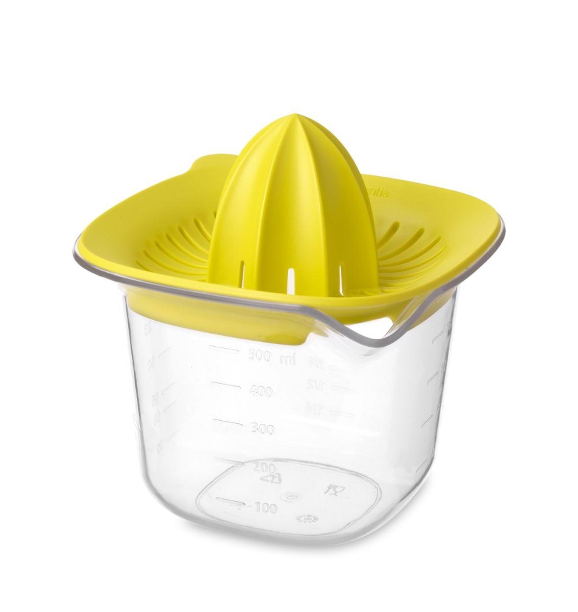 Соковыжималка Brabantia Tasty Colours, цвет: желтый, 500 мл. 110085110085Соковыжималка подходит для приготовления сока из любых цитрусовых.Четкие мерные деления в мл, пинтах, стаканах и жидких унциях.Вместимость 500 мл.Удобно держать во время использования – прямоугольная форма.Экономия места на кухне и удобное хранение – изделия составляются одно вдругое.Легко моется – можно мыть в посудомоечной машине.