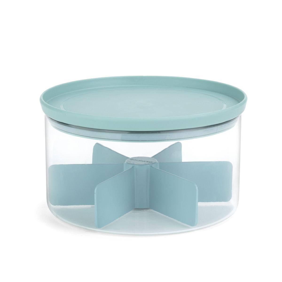 Надолго сохраняет аромат и свежесть чая – герметичная крышка.  Вмещает несколько видов чая – 6 отделений на 10 чайных пакетиков каждое.  Экономия места на кухне – банки составляются одна на другую.  Легко моется – можно мыть в посудомоечной машине.  Хорошо видно содержимое и его объем – прозрачное стекло.