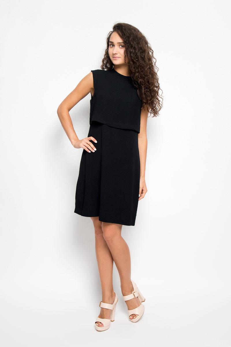 Платье Mexx, цвет: черный. MX3024400. Размер M (44/46)MX3024400Элегантное платье Mexx выполнено из высококачественного полиэстера. Такое платье обеспечит вам комфорт и удобство при носке и непременно вызовет восхищение у окружающих.Модель средней длины без рукавов имеет круглый вырез горловины и застегивается на застежку-молнию на спинке. Оно выгодно подчеркнет все достоинства вашей фигуры. Изделие имеет непрозрачный подъюбник, дополнено несъемной вставкой-накидкой на лифе. Изысканное платье-миди создаст обворожительный и неповторимый образ.Это модное и комфортное платье станет превосходным дополнением к вашему гардеробу, оно подарит вам удобство и поможет подчеркнуть ваш вкус и неповторимый стиль.