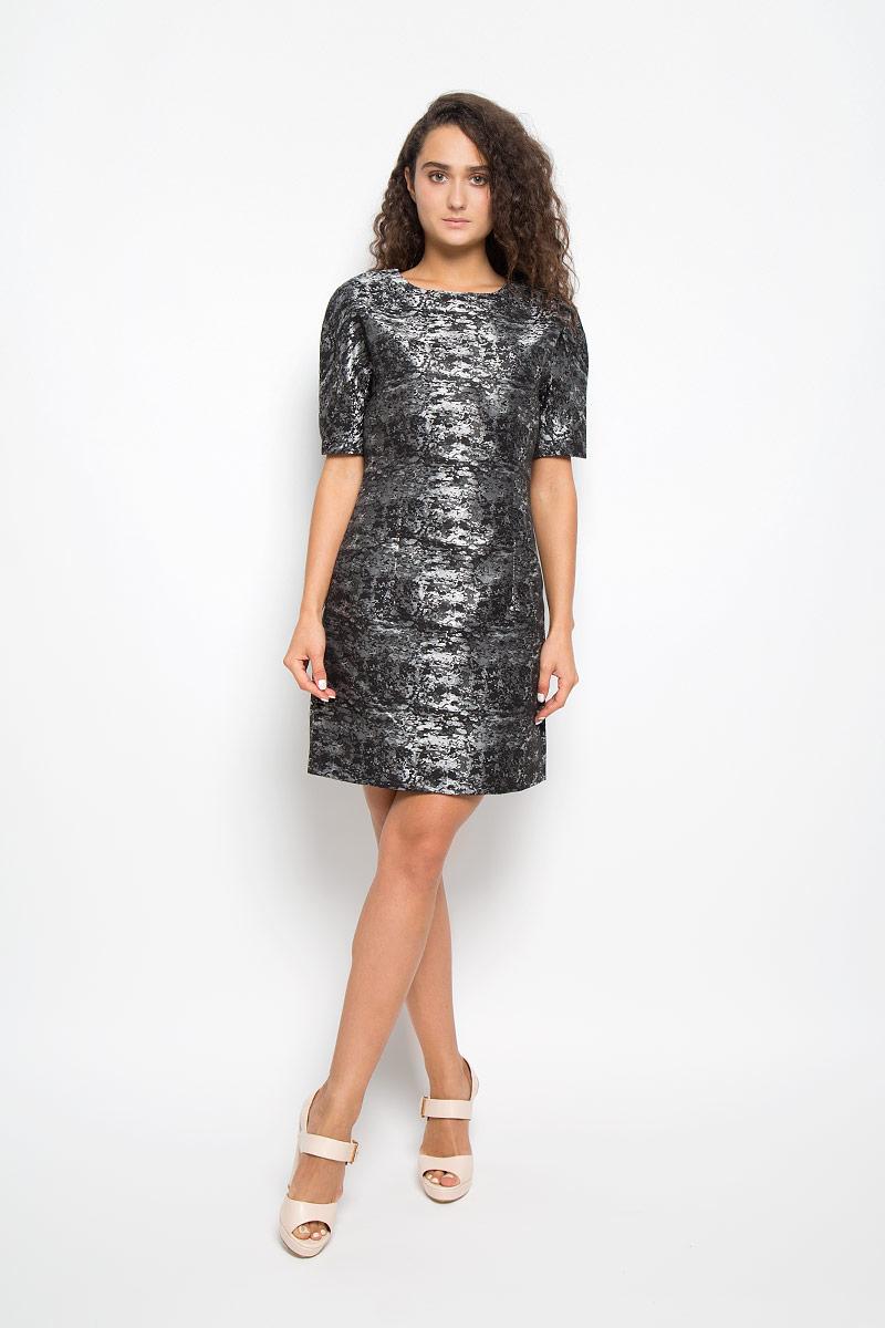 Платье Mexx, цвет: черный, серебристый. MX3002140. Размер M (44/46)MX3002140Элегантное платье Mexx выполнено из высококачественного полиэстера с добавлением вискозы. Такое платье обеспечит вам комфорт и удобство при носке и непременно вызовет восхищение у окружающих.Модель средней длины с короткими цельнокроеными рукавами и круглым вырезом горловины выгодно подчеркнет все достоинства вашей фигуры. Изделие имеет подкладку из полиэстера, застегивается на застежку-молнию на спинке. Платье оформлено оригинальным блестящим узором и дополнено двумя втачными карманами спереди. Изысканное платье-миди создаст обворожительный и неповторимый образ.Это модное и комфортное платье станет превосходным дополнением к вашему гардеробу, оно подарит вам удобство и поможет подчеркнуть ваш вкус и неповторимый стиль.