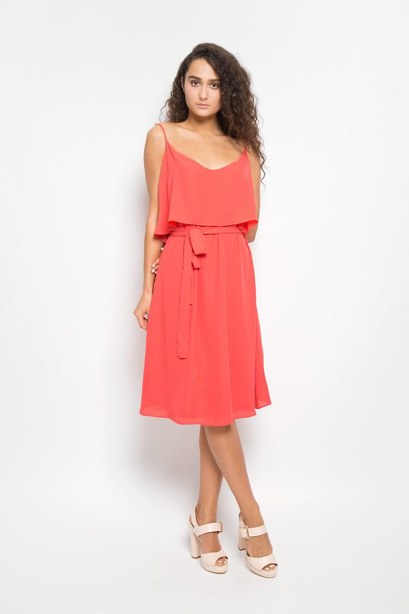 Платье Mexx, цвет: коралловый. MX3021158. Размер S (42/44)MX3021158Элегантное платье Mexx выполнено из высококачественного полиэстера. Такое платье обеспечит вам комфорт и удобство при носке и непременно вызовет восхищение у окружающих.Модель средней длины на бретельках с круглым вырезом горловины выгодно подчеркнет все достоинства вашей фигуры. Изделие имеет непрозрачный подъюбник, дополнено струящейся вставкой на лифе. В комплект входит текстильный пояс. Изысканное платье-миди создаст обворожительный и неповторимый образ.Это модное и комфортное платье станет превосходным дополнением к вашему гардеробу, оно подарит вам удобство и поможет подчеркнуть ваш вкус и неповторимый стиль.