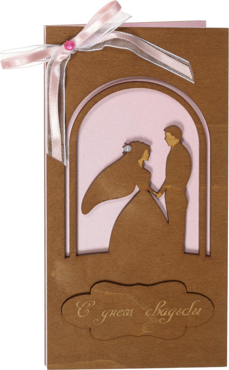 Деревянная открытка ручной работы Optcard С днем свадьбы!. 029-W029-WОригинальная открытка ручной работы Optcard С Днем Свадьбы! изготовлена из дерева методом лазерной резки. Изделие декорировано перфорацией, украшено лентой и бусинами, а также имеет поздравительную надпись. Открытка раскрывается по принципу книжки, внутренняя поверхность дополнена розовой нелинованной бумагой для вашего поздравления. В комплекте также имеется буклет с поздравлением, который можно вклеить в открытку, и конверт.Необычная деревянная открытка ручной работы поможет вам выразить чувства и передать теплые поздравления.