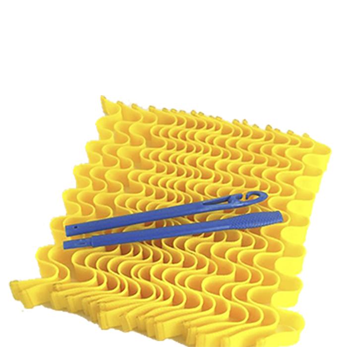Magic Leverage Волшебные бигуди Волна 50 см, 18 штВ50Мягкие волны — прекрасная альтернатива спиральным локонам. Эти бигуди позволяют создать эффектные плавные волны на волосах любой длины.Принцип использования длинных бигуди Волна такой же, как у остальных моделей. С помощью крючка протянуть прядь влажных волос (для объема можно нанести пенку) сквозь сетчатую бигуди и оставить на ночь или высушить феном. Когда вы снимете их с сухих волос, получите роскошную объемную прическу с гофрированными прядками без заломов. Для густых волос рекомендуется приобретать 2 набора. В комплект входят 18 бигуди длиной 50 см. и двойной пластиковый крючок. Набор упакован в зип-пакет, который удобно хранить дома или взять с собой в поездку. Характеристики:Длина: 50 смШирина локона: 2 смДиаметр завитка: 2,2 смКоличество: 18 шт.Крючок: двойнойУпаковка: косметичка