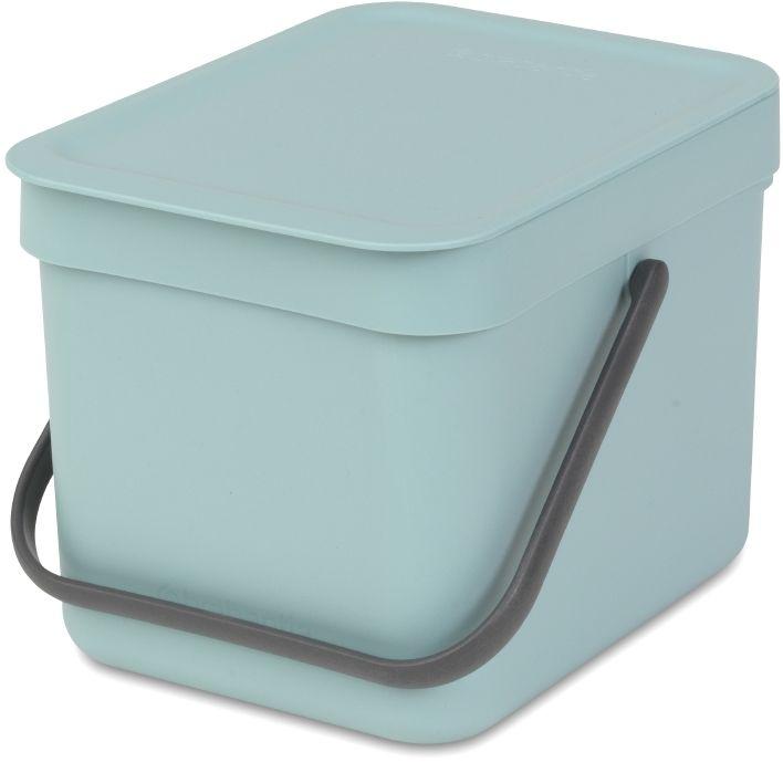 Ведро мусорное Brabantia Sort & Go, встраиваемое, цвет: мятный, 6 л. 109645109645Идеальное решение для сбора компостируемых отходов непосредственно на кухонном столе. Может использоваться на кухонном столе или крепиться к стене – в комплект входит настенный держатель. Прочная ручка и удобный захват снизу для удобства освобождения от мусора. Имеются идеально подходящие по размеру биоразлагаемые мешки для компостируемых отходов PerfectFit (размер S) – удобно устанавливаются в ведро.