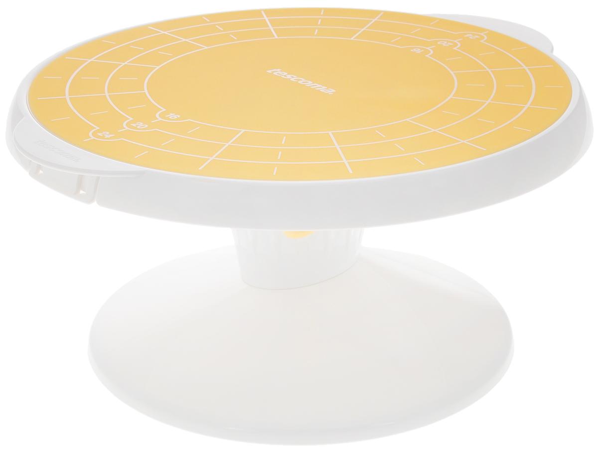 """Подставка Tescoma """"Delicia"""", выполненная из высококачественного пластика,  отлично подходит для декорирования и сервировки выпечки.  Изделие оснащено вращающей поверхностью с силиконовой основой, которая предотвращает  скольжение торта. Поверхность является съемной для сохранения максимального пространства  после использования.  Силиконовая основа имеет маркеры для разделения выпечки на 12 равных частей.  Не рекомендуется мыть в посудомоечной машине. Диаметр вращающей поверхности: 29 см. Высота подставки: 15 см."""