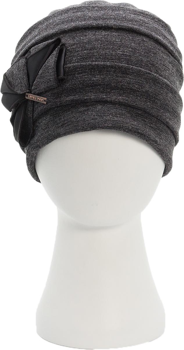 Шапка женская Level Pro, цвет: темно-серый. 994356. Размер 56/58994356Стильная женская шапка Level Pro дополнит ваш наряд и не позволит вам замерзнуть в холодное время года. Шапка наполовину выполнена из шерсти с добавлением полиэстера , что позволяет ей великолепно сохранять тепло и обеспечивает высокую эластичность и удобство посадки. Внутренняя сторона модели флисовая. Изделие оформлено оригинальными тканевыми прострочками и принтом цветочка. Дополнена модель металлической пластиной с названием бренда. Такая шапка составит идеальный комплект с модной верхней одеждой, в ней вам будет уютно и тепло. Уважаемые клиенты! Обращаем ваше внимание на тот факт, что размер шапки, доступный для заказа, является окружностью головы.