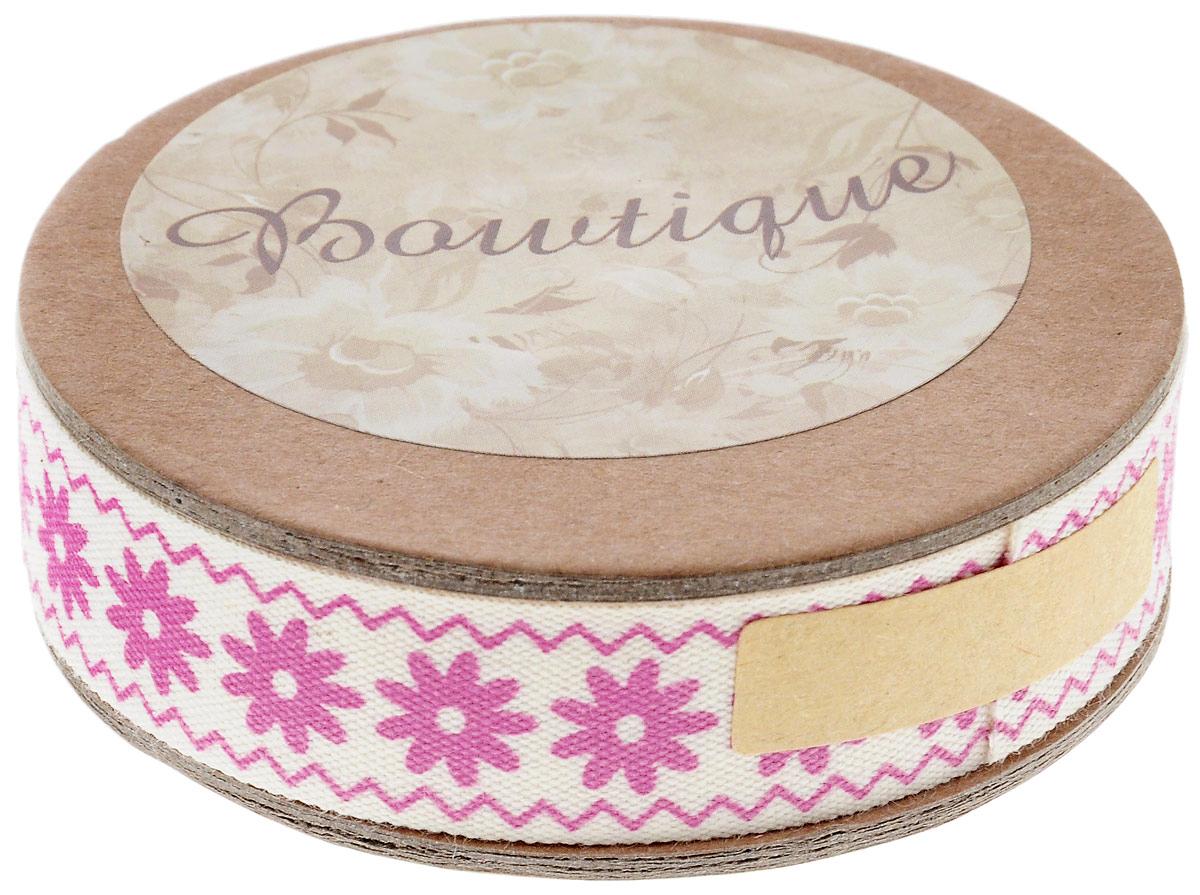 Лента хлопковая Hemline Цветы и зиг-заги, цвет: молочный, розовый, 1,5 х 500 смVR15.061Лента на картонной катушке Hemline Цветы и зиг-заги выполнена из 100% хлопка. Она идеально подойдет для оформления различных творческих работ, может использоваться для скрапбукинга, создания аппликаций, декора коробок и открыток, часто ее применяют при пошиве одежды, сумок, аксессуаров. Лента наивысшего качества практична в использовании. Она станет незаменимым элементом в создании вашего рукотворного шедевра.