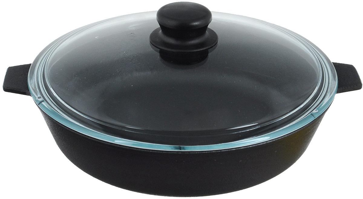 Сковорода чугунная Добрыня с крышкой. Диаметр 26 см. DO-3303DO-3303Сковорода Добрыня изготовлена из натурального, экологически безопасного чугуна. Чугун является одним из лучших материалов для производства посуды. Он очень практичный, не выделяет токсичных веществ, обладает высокой теплоемкостью и способен служить долгие годы. Чугунные сковороды очень прочные и при этом обладают превосходными природными антипригарными свойствами. Они не боятся механических повреждений, царапин или высоких температур, однако тяжелее обычных и не очень любят длительный контакт с водой. Такая сковорода замечательно подойдет для приготовления жареных и тушеных блюд. Имеет две короткие ручки, снабжена крышкой из термостойкого, экологически чистого стекла. Чугунные сковороды были популярными сотни лет и до сих пор остаются такими. Свое качество и уникальные свойства они подтверждают в деле. Сковорода подходит для всех типов плит, включая индукционные. Сковороду мыть только вручную. Крышку можно мыть в посудомоечной машине. Сковороду без крышки можно ставить в духовку. Высота стенки: 6,5 см.Ширина (с учетом ручек): 31,5 см. Уважаемые клиенты! Для сохранения свойств посуды из чугуна и предотвращения появления ржавчины чугунную посуду мойте только вручную, горячей или теплой водой, мягкой губкой или щёткой (не металлической) и обязательно вытирайте насухо. Для хранения смазывайте внутреннюю поверхность посуды растительным маслом, а перед следующим применением хорошо накалите посуду.