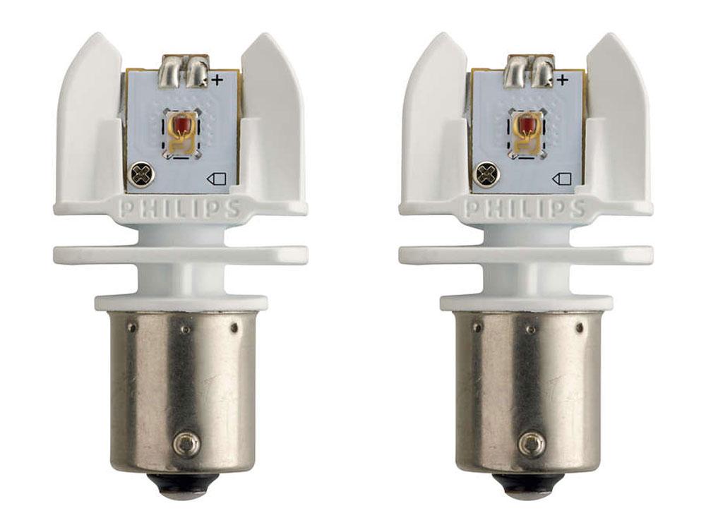 Лампа автомобильная светодиодная Philips X-tremeVision LED, сигнальная, цоколь P21W (BA15s), 12-24V, 2W, 2 шт12898RX2Автомобильная лампа Philips X-tremeVision LED для стоп-сигналов, указателей поворота и габаритных огней излучает яркий свет, обеспечивая максимальную видимость и безопасность на дороге. Лампа дает в 5 раз больше света по сравнению со стандартными лампами накаливания, высокомощные светодиоды обеспечивают яркое и точное освещение салона автомобиля, не ослепляя при этом водителя.Такие лампы обладают 12-летним сроком службы и характерны исключительной термостойкостью и устойчивостью к вибрациям.