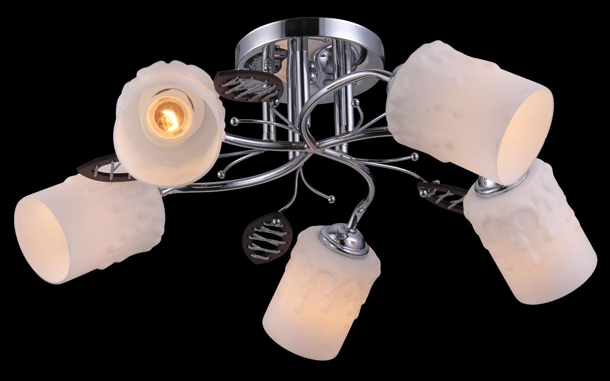 Люстра Natali Kovaltseva, 5 x E27, 40W. 11459/5C11459/5C CHROMEЛюстра Natali Kovaltseva, выполненная в классическом дизайне, станет украшением вашей комнаты и изысканно дополнит интерьер. Изделие крепится к потолку. Такая люстра отлично подойдет для освещения кабинета, столовой, спальни или гостиной. Люстра выполнена из металла с хромированным покрытием и оснащена 5 плафонами из матового стекла, украшенными оригинальным рельефом.В коллекциях Natali Kovaltseva представлены разные стили - от классики до хайтека. Дизайн и технологическая составляющая продукции разрабатывается в R&D центре компании, который находится в г. Дюссельдорф, Германия. При производстве продукции используются высококачественные и эксклюзивные материалы: хрусталь ASFOR, муранское стекло, перламутр, 24-каратное золото, бронза. Производство светильников соответствует стандарту системы менеджмента качества ISO 9001-2000. На всю продукцию ТМ Natali Kovaltseva распространяется гарантия.