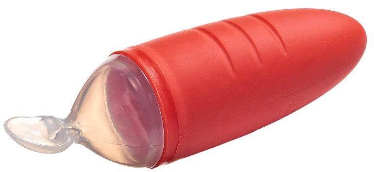 """Итальянская компания Bremed – лидер среди производителей детских товаров, разработала специальную ложку- дозатор для детского питания Bremed """"BD 3512"""" для первых прикормов. Яркий цвет и забавный дизайн в виде  морковки не оставит вашего малыша равнодушным. Ручка ложки является резервуаром, который можно наполнять  любым видом жидкой и полужидкой пиши, соком или молоком.  Пища попадает в ложку при легком нажатии на ручку, специальный клапан препятствует самовытеканию еды.  Ложка для детского питания Bremed BD 3512 изготовлена из высококачественных экологически чистых мягких  материалов и соответствует всем требованиям эргономики и безопасности.  Мягкий матовый материал ручки не скользит в руках и легко нажимается. Сама ложка изготовлена из  полупрозрачного пластика, ее размеры идеально подходят для кормления детей до 3 лет.  Дозирующая детская ложка изготовлена из термостойких материалов, не боится термической стерилизации, её  можно мыть как в посудомоечной машине, так и вручную. Ложка для детского питания Bremed """"BD 3512"""" идеально  подойдет для кормления вне дома, на прогулке или в машине.  При нехватке грудного молока такую ложку можно использовать для подкорма новорожденного смесями.  Использование ложки не приведет к отвыканию от груди. Кормление с дозирующей ложкой станет для малыша  забавной игрой, разовьет навыки обращения со столовыми предметами и простимулирует аппетит крохи.  Первое знакомство малыша со столовыми предметами, как правило, происходит в шестимесячном возрасте с  введением прикорма, а иногда и еще раньше. Первые манипуляции с ложками скорее напоминают игру, чем  процесс кормления. Сделать эту игру увлекательной и полезной поможет ложка с дозатором."""