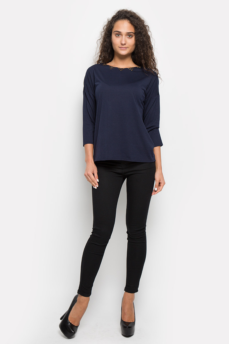 Блузка женская Baon, цвет: темно-синий. B216501. Размер M (46)B216501_Dark NavyСтильная женская блуза Baon, выполненная из полиэстера с добавлением вискозы, подчеркнет ваш уникальный стиль и поможет создать оригинальный женственный образ.Блузка с удлиненной спинкой, рукавами 3/4 и круглым вырезом горловины фиксируется при помощи завязок на горловине сзади. Модель украшена вышивкой бисером по горловине. Эта блузка будет дарить вам комфорт в течение всего дня и послужит замечательным дополнением к вашему гардеробу.