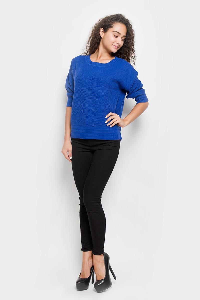 Джемпер женский Baon, цвет: синий. B136550. Размер M (46)B136550_Port RoyalСтильный женский джемпер Baon, изготовленный из высококачественной пряжи, мягкий и приятный на ощупь, не сковывает движений и обеспечивает наибольший комфорт.Модель свободного кроя с круглым вырезом горловины и рукавами-кимоно до локтя великолепно подойдет для создания образа в стиле Casual. Однотонный джемпер отлично сочетается с любыми нарядами. Низ изделия, манжеты и горловина связаны резинкой.Этот джемпер послужит отличным дополнением к вашему гардеробу. В нем вы всегда будете чувствовать себя уютно и комфортно в прохладную погоду.