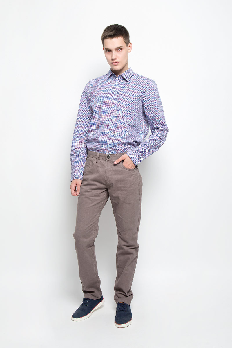 Брюки мужские Sela, цвет: серо-коричневый. P-215/521-6352. Размер S (46)P-215/521-6352Стильные мужские брюки Sela, выполненные из натурального хлопка, отлично дополнят ваш образ. Ткань изделия плотная, тактильно приятная, позволяет коже дышать.Брюки застегиваются на пуговицу и имеют ширинку на застежке-молнии. На поясе предусмотрены шлевки для ремня. Спереди модель дополнена двумя втачными карманами и маленьким накладным, сзади - двумя накладными карманами.Высокое качество кроя и пошива, дизайн и расцветка придают изделию неповторимый стиль и индивидуальность. Модель займет достойное место в вашем гардеробе!