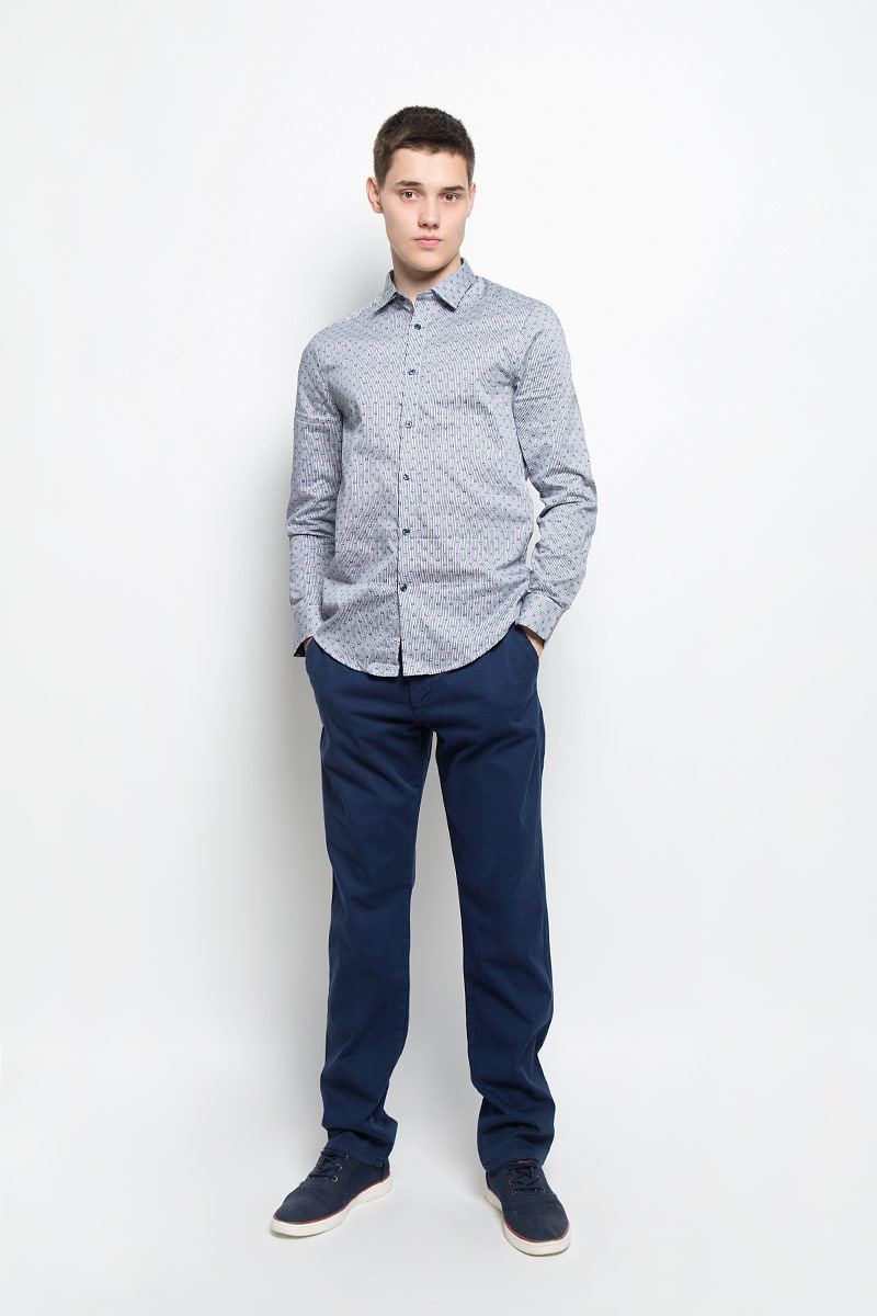 Рубашка мужская Mexx, цвет: белый, темно-синий. MX3025303_MN_SHG_007. Размер XL (54)MX3025303_MN_SHG_007Мужская хлопковая рубашка Mexx подчеркнет ваш вкус и поможет создать стильный образ. Материал изделия тактильно приятный, не стесняет движений, позволяет коже дышать, обеспечивая комфорт при носке. Рубашка с отложным воротником и длинными рукавами застегивается на пуговицы по всей длине. Модель имеет слегка приталенный силуэт. На манжетах предусмотрены застежки-пуговицы. Изделие оформлено контрастным принтом.Такая рубашка займет достойное место в вашем гардеробе!