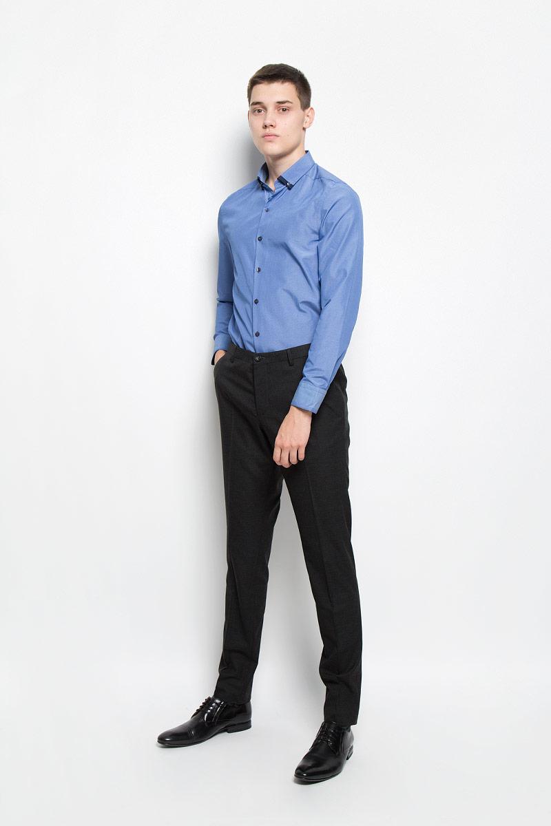 Рубашка мужская Mexx, цвет: синий. MX3024560_MN_SHG_007. Размер M (50)MX3024560_MN_SHG_007Мужская рубашка Mexx, изготовленная из хлопка с добавлением полиэстера, прекрасно подойдет для повседневной носки. Изделие очень мягкое и приятное на ощупь, не сковывает движения и хорошо пропускает воздух. Рубашка с отложным воротником и длинными рукавами имеет слегка приталенный силуэт. Она застегивается на пуговицы по всей длине. На манжетах и воротнике предусмотрены застежки-пуговицы.Такая модель займет достойное место в вашем гардеробе!