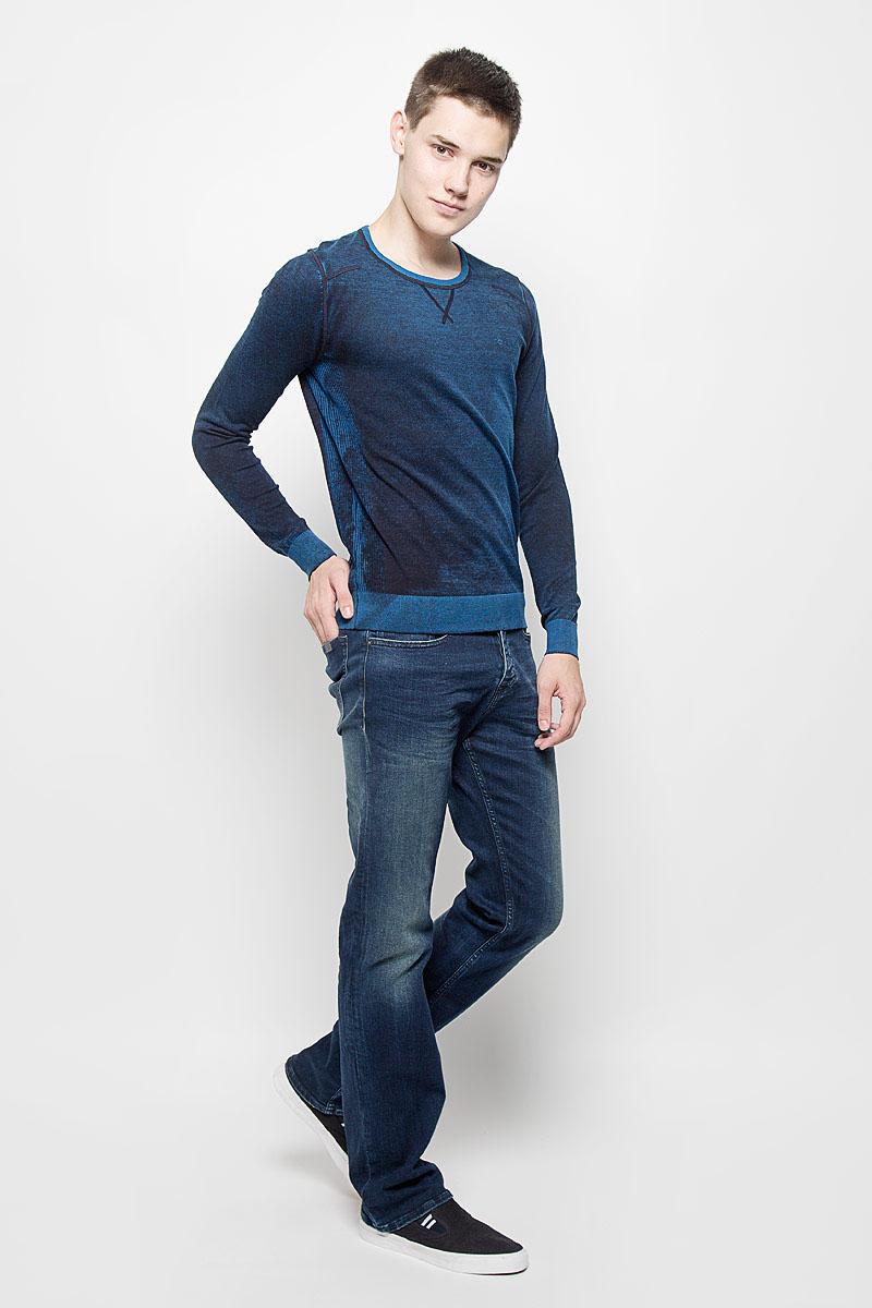 Джемпер мужской Calvin Klein Jeans, цвет: синий меланж. J30J300153. Размер L (48/50)MS025Мужской джемпер Calvin Klein Jeans, выполненный из натурального хлопка, станет стильным дополнением к вашему образу. Материал изделия очень мягкий и тактильно приятный, не стесняет движений, хорошо пропускает воздух.Джемпер с круглым вырезом горловины и длинными рукавами дополнен по бокам эластичными вставками. Вырез горловины, манжеты и низ модели связаны резинкой. На груди изделие украшено вышитым логотипом бренда. Джемпер - идеальный вариант для создания образа в стиле Casual. Он подарит вам уют и комфорт в течение всего дня!
