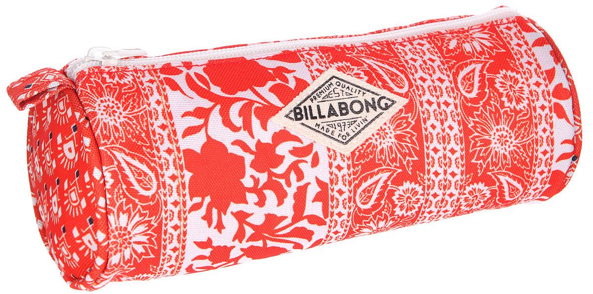 Billabong Пенал Dream Catchin цвет мультиколорU9PE01Сумка-пенал Billabong Dream Catchin с фирменным сплошным принтом - удобный аксессуар для косметики, различных мелочей, и, конечно, канцелярских принадлежностей. Пенал изготовлен из прочного полиэстера и состоит из одного вместительного отделения, закрывающегося на застежку-молнию. Такой пенал станет незаменимым помощником для школьника, с ним ручки и карандаши всегда будут под рукой и больше не потеряются.