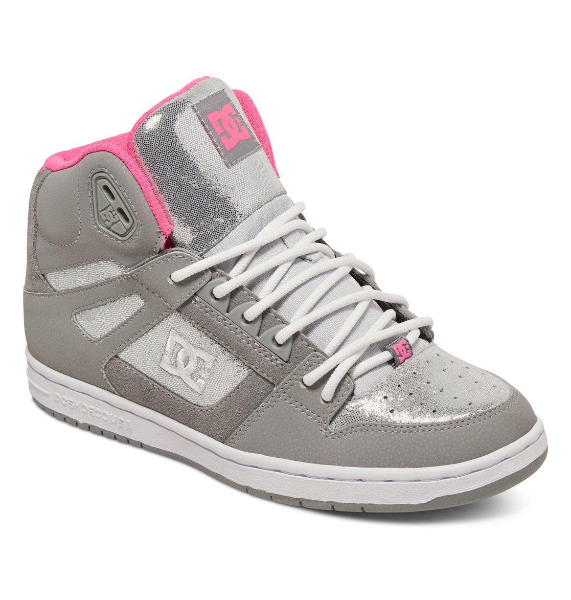 Кеды женские DC Shoes Rebound High SE, цвет: серый. 320028-SIL. Размер 7B (38)320028-SILКлассические высокие женские кеды Rebound High SE от DC Shoes обеспечивают максимальный комфорт и поддержку благодаря вспененному манжету и язычку, а также конструкции ботинка Cupsole. Пластиковые верхние люверсы для дополнительной шнуровки и плоские шнурки надежно фиксируют модель на ноге. Сетчатая дышащая подкладка обеспечивает комфорт во время движения. Гибкая резиновая подошва дополнена фирменным цепким протектор Pill Pattern.Модель оформлена нашивкой с фирменным логотипом на язычке, а также вышитым сбоку фирменным логотипом бренда.Выигрышное сочетание натуральной кожи, замши и премиум текстиля обеспечит не только долговечность и надежность конструкции, но и отличный внешний вид, добавляющий стиля городскому луку.
