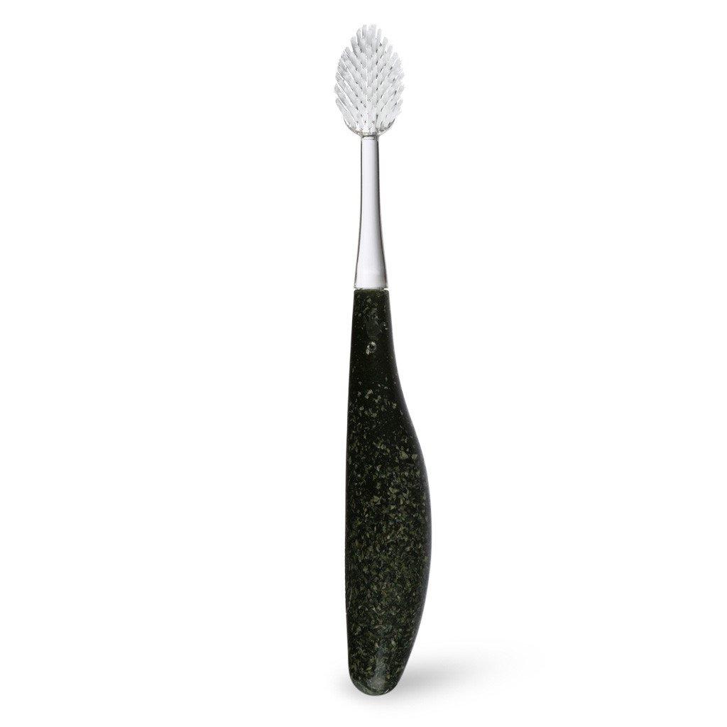 Radius, Зубная щетка для взрослых Source/ Toothbrush Source/ чернаяR004938органические зубные щетки для левой и правой руки. Мягкая, широкая головка с веерной щетиной помогает улучшить здоровье десен, массируя десны во время чистки. Эргономичная ручка обеспечивает спокойную хватку, что снижает давление на зубы, помогает защитить десны, уменьшает кровоточивость десен и эрозии эмали.Широкий спектр – чистка зубов и массаж десен одновременно.